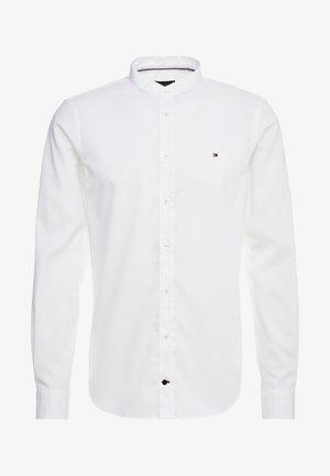 POPLIN BAND COLLAR SLIM  FIT - Skjorta - white