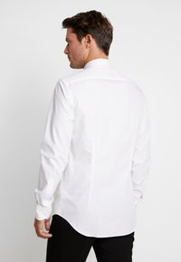 Tommy Hilfiger Tailored - TUX WING COLLAR SLIM FIT - Camicia - white - 2