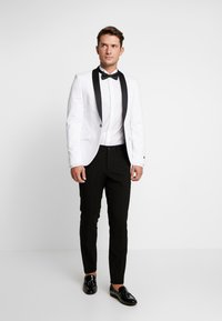Tommy Hilfiger Tailored - TUX WING COLLAR SLIM FIT - Camicia - white - 1