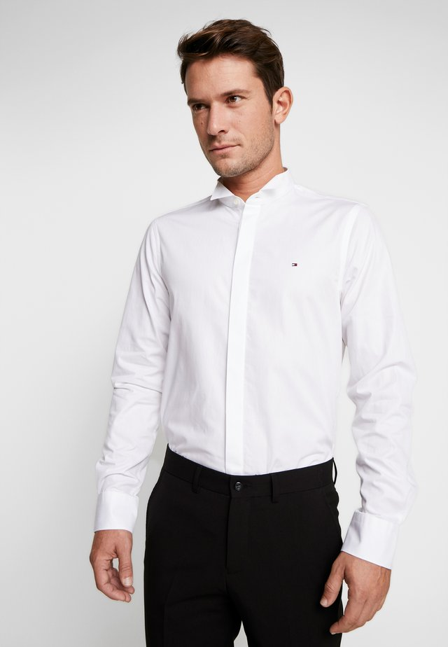 TUX WING COLLAR SLIM FIT - Skjorta - white