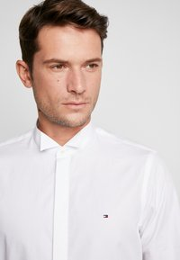 Tommy Hilfiger Tailored - TUX WING COLLAR SLIM FIT - Camicia - white - 5