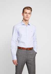Tommy Hilfiger Tailored - DOBBY DESIGN CLASSIC SLIM FIT - Formální košile - blue - 0