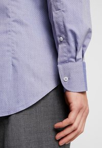 Tommy Hilfiger Tailored - DOBBY DESIGN CLASSIC SLIM FIT - Camicia elegante - blue - 4