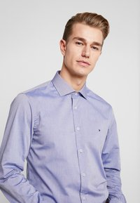 Tommy Hilfiger Tailored - DOBBY DESIGN CLASSIC SLIM FIT - Camicia elegante - blue - 3
