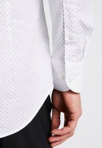 Tommy Hilfiger Tailored - DOT CLASSIC SLIM SHIRT - Formální košile - white - 5