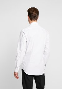 Tommy Hilfiger Tailored - DOT CLASSIC SLIM SHIRT - Camicia elegante - white - 2