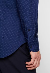 Tommy Hilfiger Tailored - DOT CLASSIC SLIM SHIRT - Kauluspaita - blue - 3