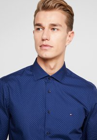 Tommy Hilfiger Tailored - DOT CLASSIC SLIM SHIRT - Kauluspaita - blue - 5