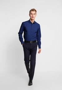 Tommy Hilfiger Tailored - DOT CLASSIC SLIM SHIRT - Kauluspaita - blue - 1