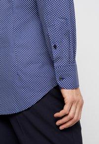 Tommy Hilfiger Tailored - MICRO PRINT CLASSIC SLIM FIT - Košile - blue - 5