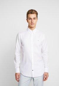 Tommy Hilfiger Tailored - DOBBY SLIM FIT  - Camicia elegante - white - 0