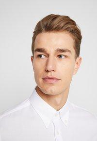 Tommy Hilfiger Tailored - DOBBY SLIM FIT  - Camicia elegante - white - 3