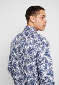 Tommy Hilfiger Tailored - MACRO FLORAL CLASSIC SLIM FIT - Košile - blue - 3