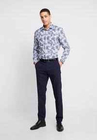 Tommy Hilfiger Tailored - MACRO FLORAL CLASSIC SLIM FIT - Košile - blue - 1