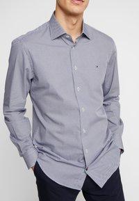 Tommy Hilfiger Tailored - MICRO PRINT CLASSIC SHIRT REGULAR FIT - Camicia elegante - blue - 5