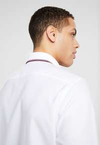 Tommy Hilfiger Tailored - COLLAR CLASSIC SHIRT REGULAR FIT - Camicia elegante - white - 4