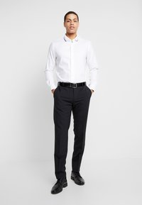 Tommy Hilfiger Tailored - COLLAR CLASSIC SHIRT REGULAR FIT - Kostymskjorta - white