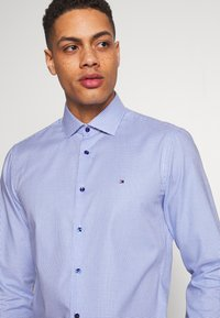 Tommy Hilfiger Tailored - HOUNDSTOOTH CLASSIC SLIM  - Formal shirt - blue - 5