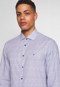 Tommy Hilfiger Tailored - FLORAL CLASSIC SLIM SHIRT - Camicia elegante - blue - 5
