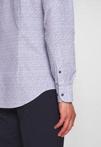 Tommy Hilfiger Tailored - FLORAL CLASSIC SLIM SHIRT - Camicia elegante - blue - 3