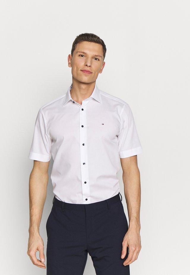 POPLIN CLASSIC  - Koszula - white