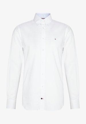 OXFORD BUTTON DOWN SLIM SHIRT - Camicia elegante - white