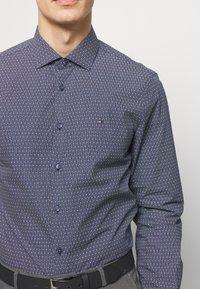 Tommy Hilfiger Tailored - DOT PRINT CLASSIC SLIM - Camicia elegante - blue - 4