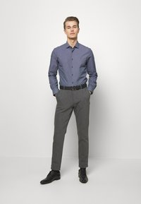 Tommy Hilfiger Tailored - DOT PRINT CLASSIC SLIM - Camicia elegante - blue - 1