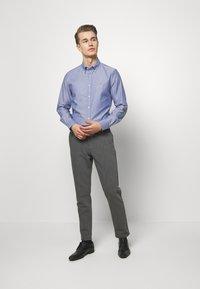Tommy Hilfiger Tailored - OXFORD BUTTON DOWN SLIM - Camicia elegante - blue - 1