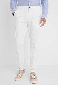 Tommy Hilfiger Tailored - Spodnie materiałowe - white - 0