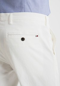 Tommy Hilfiger Tailored - Spodnie materiałowe - white - 5