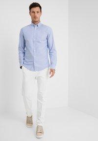 Tommy Hilfiger Tailored - Spodnie materiałowe - white - 1