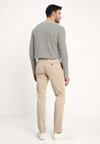 Tommy Hilfiger Tailored - STRETCH SLIM FIT PANTS - Chinos - beige - 2