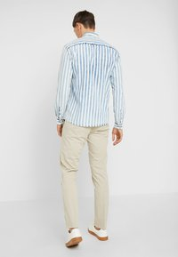 Tommy Hilfiger Tailored - PANTS - Pantalones chinos - beige - 2