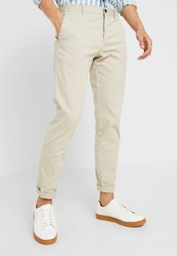 Tommy Hilfiger Tailored - PANTS - Pantalones chinos - beige - 0
