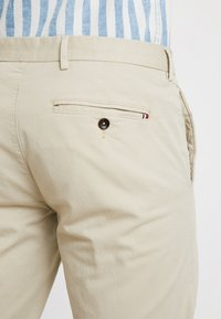 Tommy Hilfiger Tailored - PANTS - Pantalones chinos - beige - 4
