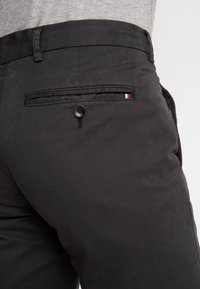 Tommy Hilfiger Tailored - PANTS - Chino - black - 3