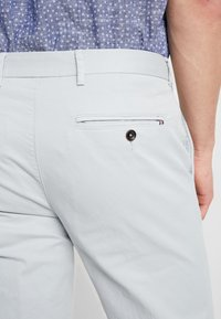 Tommy Hilfiger Tailored - PANTS - Chinosy - grey - 5