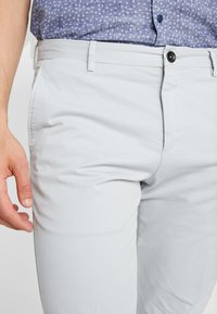 Tommy Hilfiger Tailored - PANTS - Chinosy - grey - 3