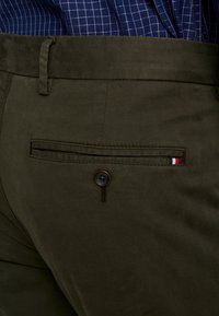 Tommy Hilfiger Tailored - STRETCH PANTS - Chino - green - 4