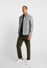 Tommy Hilfiger Tailored - STRETCH PANTS - Chino - green - 1