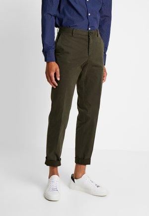 STRETCH PANTS - Chinosy - green