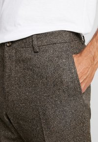 Tommy Hilfiger Tailored - Tygbyxor - brown - 4