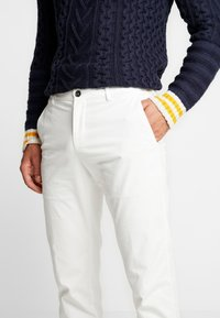 Tommy Hilfiger Tailored - SLIM FIT FLEX PANT - Tygbyxor - white - 4