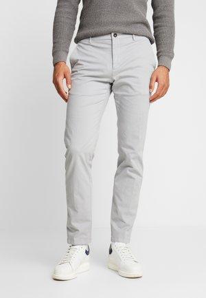 SLIM FIT FLEX PANT - Kalhoty - grey
