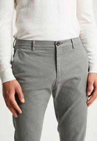 Tommy Hilfiger Tailored - SLIM FIT FLEX PANT - Tygbyxor - grey - 5