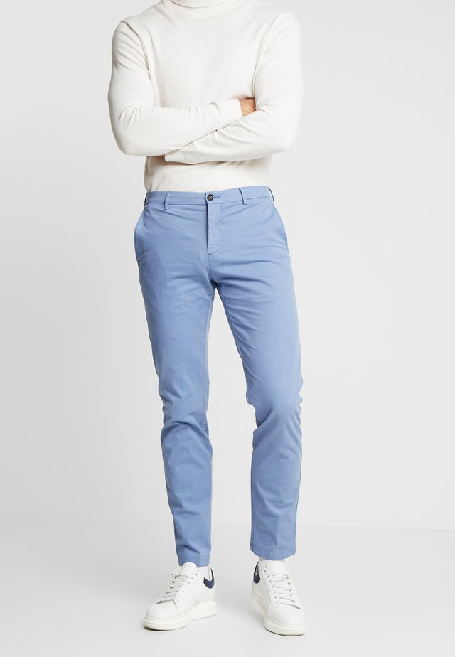 SLIM FIT FLEX PANT - Bukse - blue