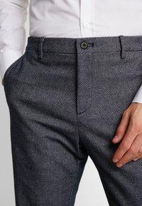 Tommy Hilfiger Tailored - SLIM FIT DESIGN FLEX PANT - Tygbyxor - blue - 3