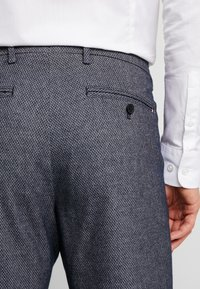 Tommy Hilfiger Tailored - SLIM FIT DESIGN FLEX PANT - Tygbyxor - blue - 5