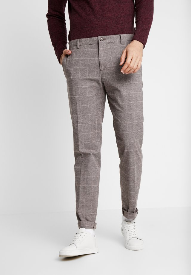 SLIM FIT WINDOWPANE FLEX PANT - Bukser - brown